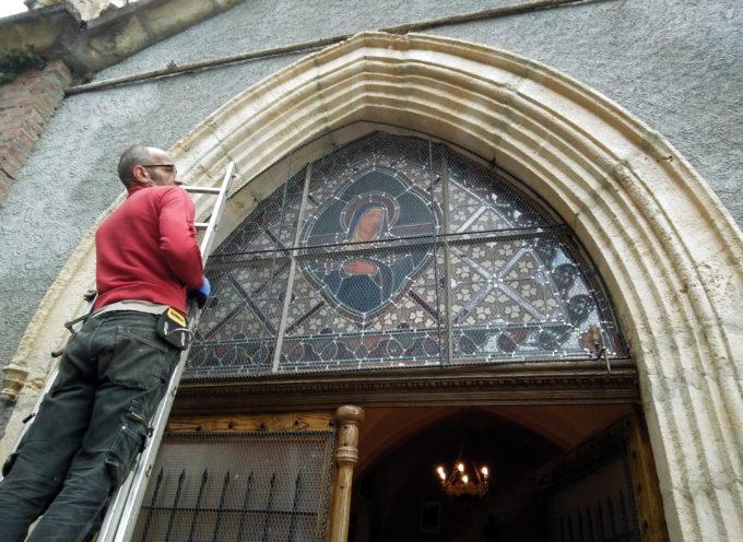 Saint Plancard : Notre Dame des 7 douleurs : les vitraux protégés