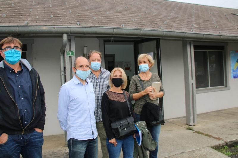Eric DESPLAN, Alain PUENTE, Céline RIGAUD et Bénédicte SHAEFFER devant les locaux de la CCPHG à Moustajon