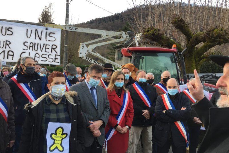 Les maires écoutant l'intervention de André Campagne Maire de Marignac