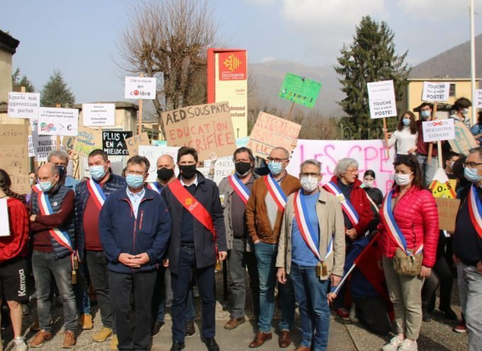 """""""On se fout de nous, de la ruralité…"""" parents, enseignants, élèves, en colère devant le Lycée de Luchon !"""