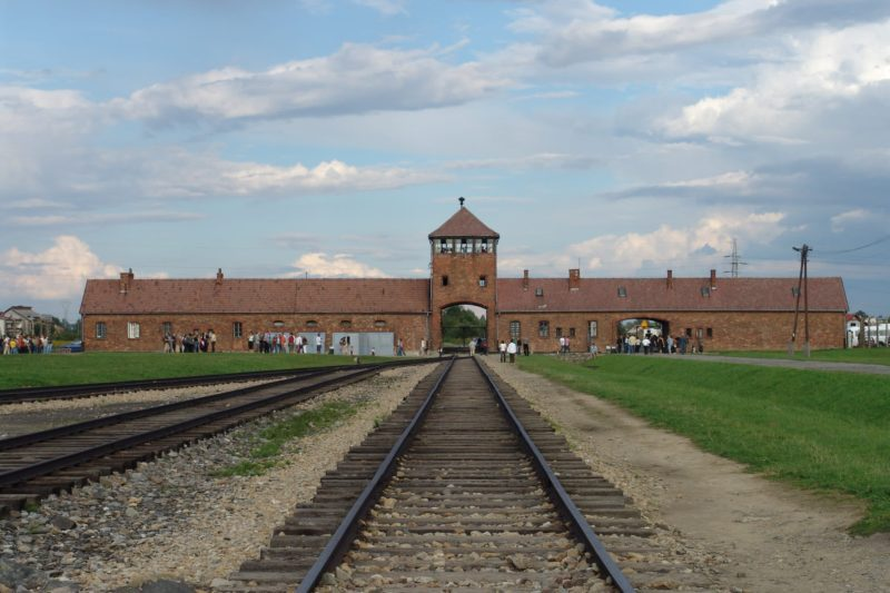 L'entrée du camp d'Auschwitz-Birkenau