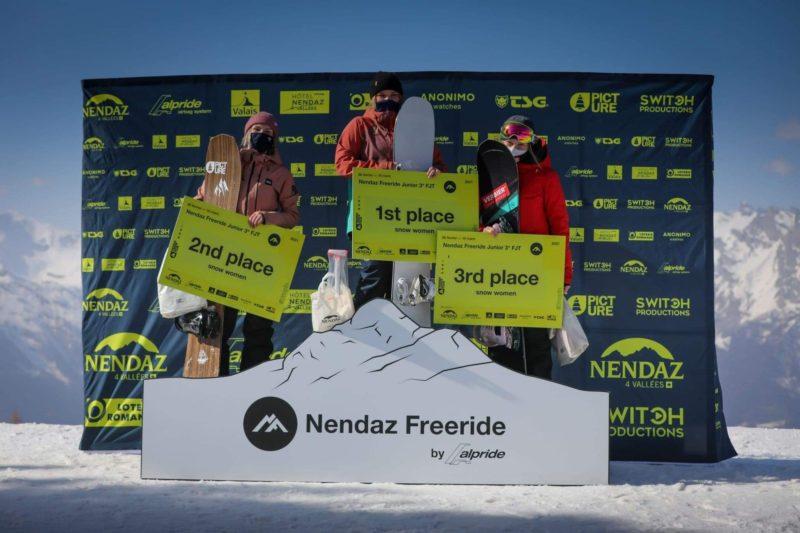 Podium Freeride 2021 à Nendaz Suisse Lou Socourt (2ième) 1ière Scarlet Veich (Ang) et 3ième Emma Tiguet(Sui)