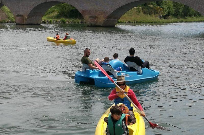 Rendez-vous à la base nautique pour essayer les pédalos et les canoës