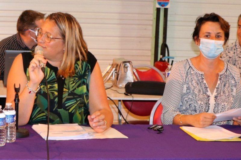 Magali Gasto-Oustric et Céline Laurenties le 5 juillet 2021 lors de la réunion du conseil communautaire.