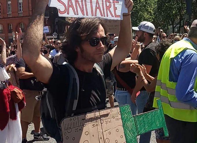 Saint-Gaudens : Le collectif Liberté Comminges installe des stands d'information place Jean-Jaurès