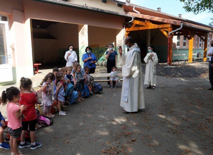 Montréjeau : Cartables et écoliers bénis à Sainte Germaine