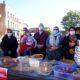 L'Isle-en-Dodon : Vente de gâteaux au marché par l'association des Parents d'élèves